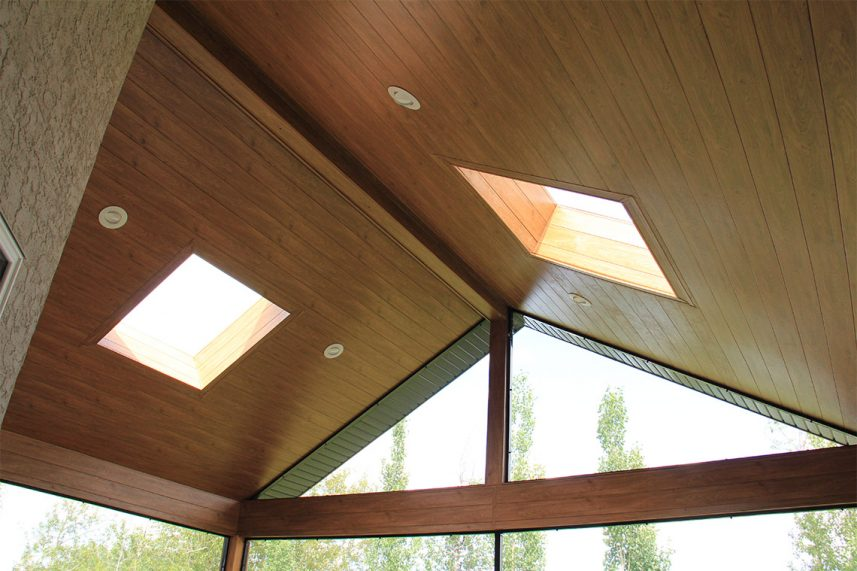 CEILING IN WOOD TONES