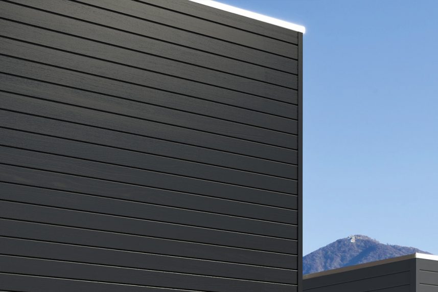 FACADE WITH A METALLIC FINISH